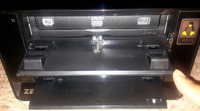 The MediaBox 5440 comes with your choice of optical drive.