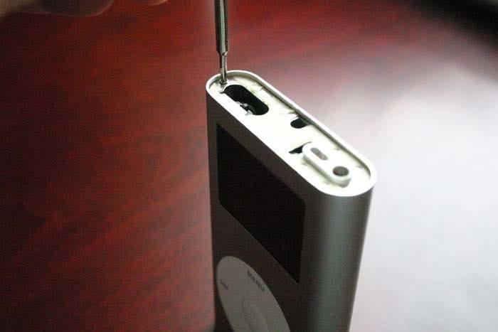 ipod-refurb-screws-top