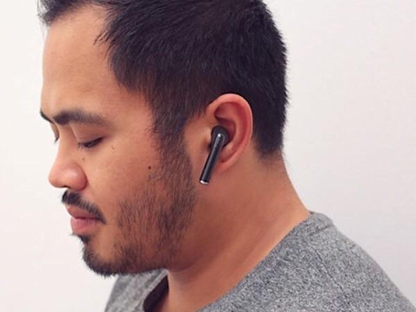 private-internet-access-vpn-earphones