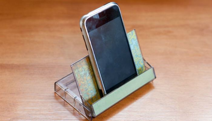 diy-phone-stand-cassette