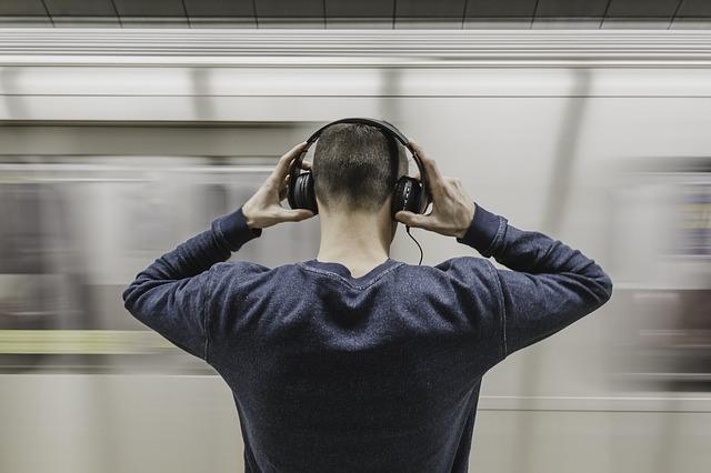 headphones-loud-02-headphones