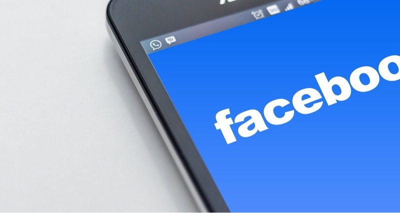 news-facebook-weapons-minors-phone