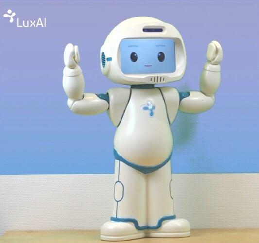 news-robot-autistic-children-full-body