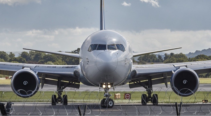 news-airport-facial-recognition-airplane