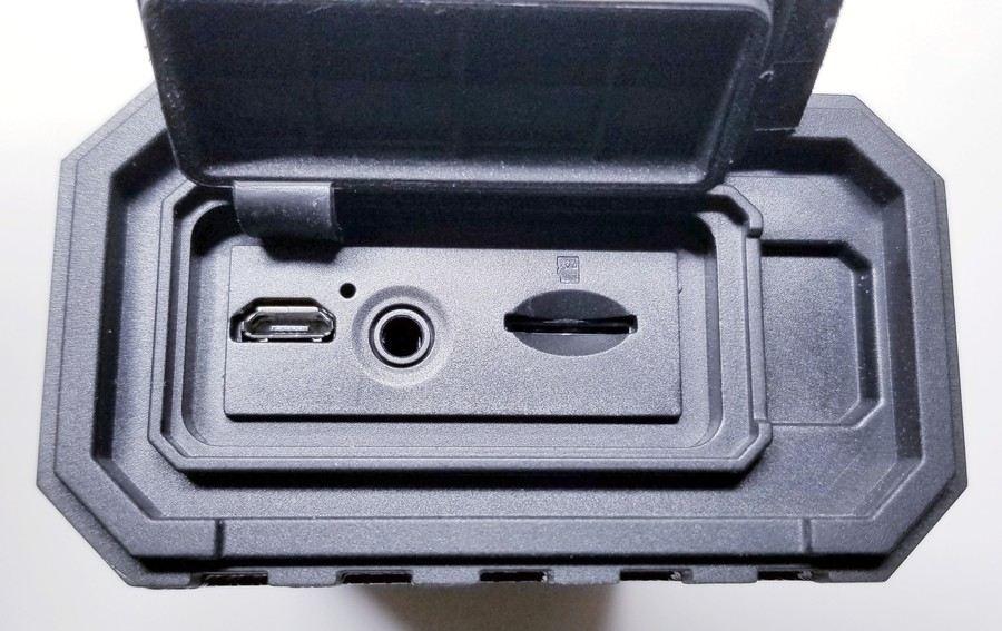 rave-model-1-ports-jacks